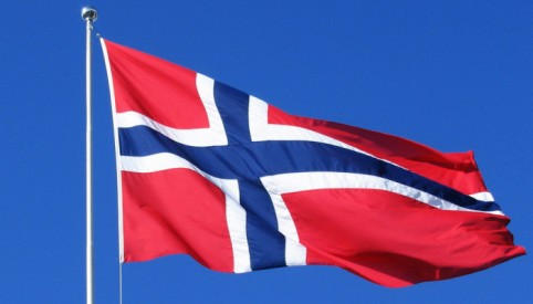norway-flag-waving