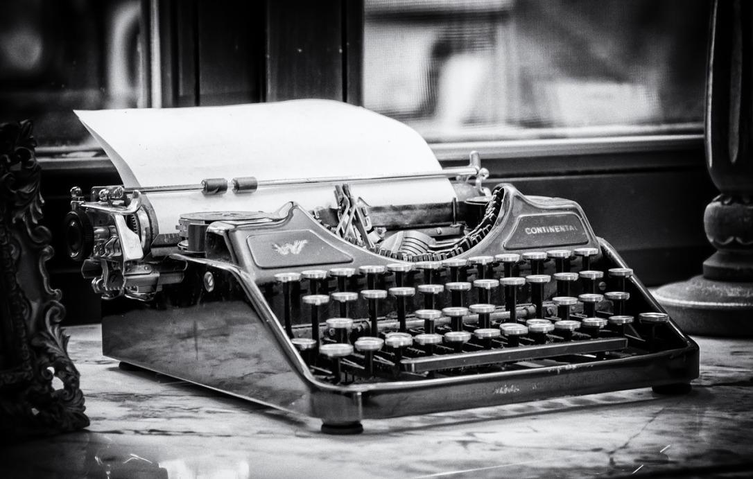 typewriter-3711589_1280